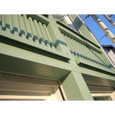 Detail der Fassade mit Füllungen